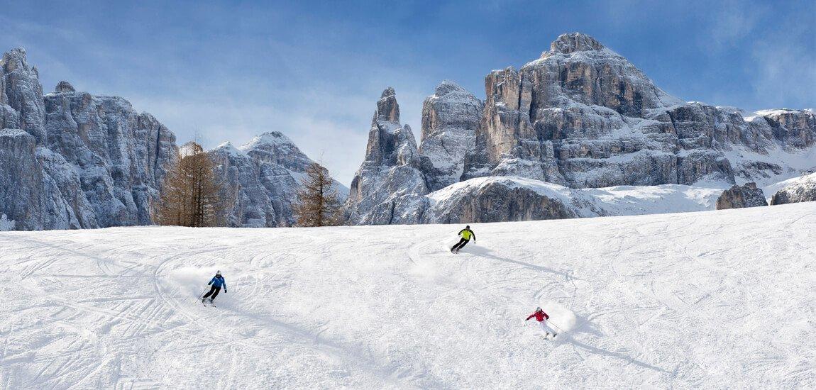 Sci alpinismo nelle Dolomiti lontano dal caos delle piste