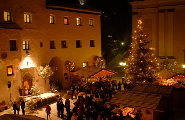 Visit the Christmas market in Kastelruth